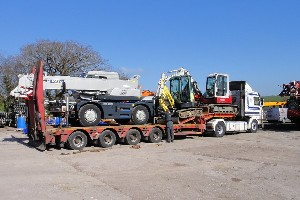 KATO CR100 CITY CRANE BEING DELIVERED TO CUSTOMER IN THE UK