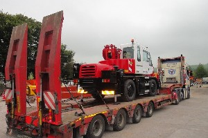 NEW KATO CITY CRANE PAINTED IN CUSTOMERS COLOURS AND LOADED FOR DELIVERY TO LONDON